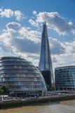 LONDYN, UK - SIERPIEŃ 22: Urząd Miasta i czerep w Londyn na Au obrazy stock