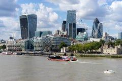 LONDYN, UK - SIERPIEŃ 22: Widok nowożytna architektura w mieście zdjęcie royalty free