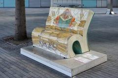 LONDYN, UK - SIERPIEŃ 22: Bibliotekarski benchbook przedstawia Dis zdjęcia royalty free