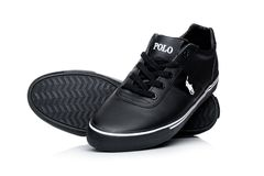 LONDYN, UK - STYCZEŃ 24, 2018: Czarni koloru Ralph Lauren polo sporta buty na bielu Zdjęcie Stock