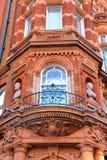 LONDYN, UK: Szczegóły czerwonej cegły wiktoriański mieścą fasady w podgrodziu Westminister Zdjęcie Royalty Free
