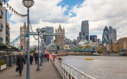 Londyn, wierza przerzuca most, miasto Londyński i Rzeczny Thames Zdjęcia Royalty Free