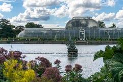 LONDYN, WRZESIEŃ - 7: Palmowy dom przy Kew ogródami na Wrześniu Zdjęcie Royalty Free