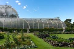 LONDYN, WRZESIEŃ - 7: Palmowy dom przy Kew ogródami na Wrześniu 7, Fotografia Stock