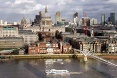 Londyn Zjednoczone Królestwo - milenium St Paul i mosta katedra przy zmierzchem Obrazy Stock
