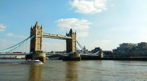 Londyn, Zjednoczone Królestwo/- 03/21/2019: Widok na wierza moście obraz stock