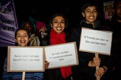 Londyn Zlany Kingdon, Luty, - 20th, 2017: Protestujący zbierają w parlamentu kwadracie protestować zaproszenie Stany Zjednoczone  Fotografia Royalty Free