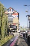 Londyn, Zlany Kingdown wejście dla Camden rynku populair miejsce dla turystów i miejscowych zdjęcia royalty free