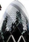 Londyn, Zlany królestwo - Wrzesień 2017: widok korniszonu budynek podczas dnia obraz royalty free