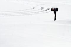 Lone brevlåda i en Snowdusch Royaltyfria Bilder