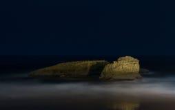 lone rock arkivfoto