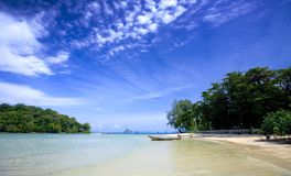 Lone tailboat by the shore  at Krabi bay, Thailand Stock Photography