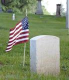 lone tombstone för flagga Royaltyfri Bild