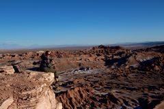 Lone traveler  looking over Valle de la Luna  chile Stock Photos