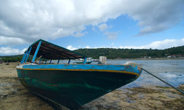 Lonely ancient boat on the Balinese coastline Royalty Free Stock Photo