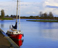 Lonely boat at Zeewolde harbour Royalty Free Stock Photos