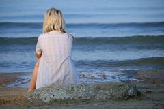 Lonely girl and th sea. Royalty Free Stock Image
