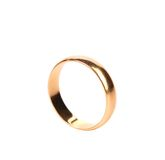 Lonely golden wedding ring Royalty Free Stock Photos