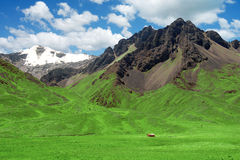 Lonely Green Living House Mountain Meadows Royalty Free Stock Images