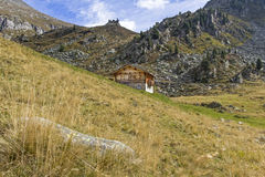 Lonely mountain hut Royalty Free Stock Photos