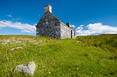 Lonely old stone house in scotland Royalty Free Stock Photography