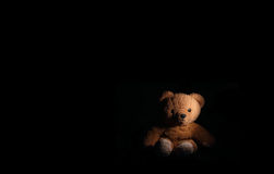 Lonely Teddybear abandoned in the dark Royalty Free Stock Photos