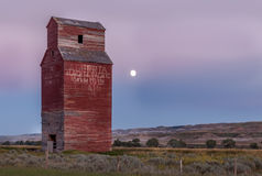 Long abandoned grain elevator Royalty Free Stock Photos