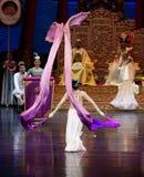 Long acte gainé de la danse de cour 1-The en second lieu : un festin dans le ` en soie de princesse de danse de ` palais-épique d Images libres de droits