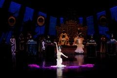 Long acte gainé de la danse de cour 3-The en second lieu : un festin dans le ` en soie de princesse de danse de ` palais-épique d Image libre de droits