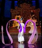 Long acte gainé de la danse de cour 5-The en second lieu : un festin dans le ` en soie de princesse de danse de ` palais-épique d Image libre de droits