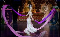 Long acte gainé de la danse de cour 8-The en second lieu : un festin dans le ` en soie de princesse de danse de ` palais-épique d Image libre de droits