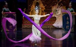 Long acte gainé de la danse de cour 8-The en second lieu : un festin dans le ` en soie de princesse de danse de ` palais-épique d Images libres de droits