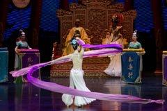 Long acte gainé de la danse de cour 9-The en second lieu : un festin dans le ` en soie de princesse de danse de ` palais-épique d Image libre de droits