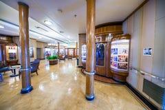 LONG BEACH, CA - 31 DE JULIO DE 2017: Interior histórico de Queen Mary adentro imagen de archivo