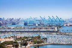 Long Beach -jachthaven en verschepende haven bij zonnige dag stock afbeelding