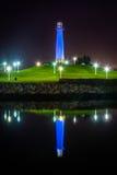 Long Beach schronienia latarnia morska odbija przy nocą Zdjęcie Royalty Free