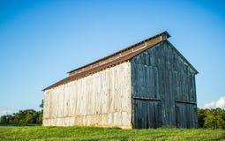 Long côté de la grange blanche Image libre de droits