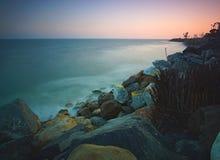 Long coucher du soleil d'exposition au-dessus de Malibu la Californie photo libre de droits