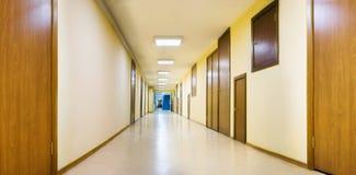 Long couloir jaune Photo libre de droits