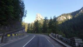 Long drive en el camino de la montaña almacen de video