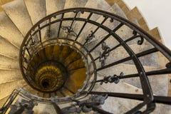 Long escalier en spirale avantageux Images stock