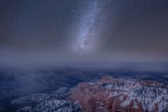 Free Long Exposure Milky Way On Bryce Canyon National Park In A Misty And Cloudy Sky Royalty Free Stock Images - 171262849