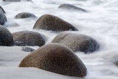 Long exposure of sea and stones on the Utakleiv beach, Lofoten i Stock Images