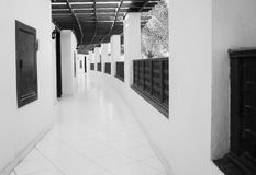 Long gallery corridor with columns in perspective in black and w Royalty Free Stock Photos