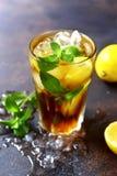 Long Island ou chá gelado do cocktail do verão de Coold com limão Imagem de Stock