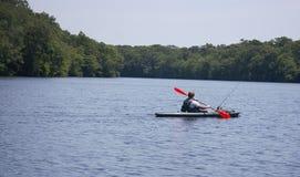 Long IslandNew York fiske på kajaken Royaltyfri Fotografi