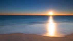 Long lever de soleil de paysage marin d'exposition Image stock