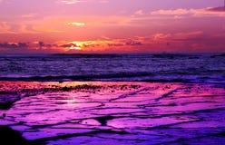 Long lever de soleil de pourpre de récif Image stock