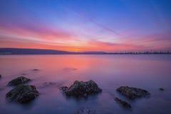 Long paysage marin d'exposition après coucher du soleil Photos libres de droits