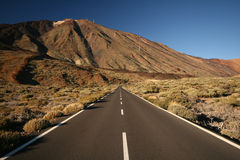 Long road and mountain Royalty Free Stock Photos